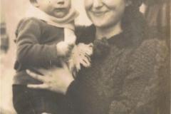 1941r. - Małgorzata Lewandowska z Dzikich z synem Jankiem